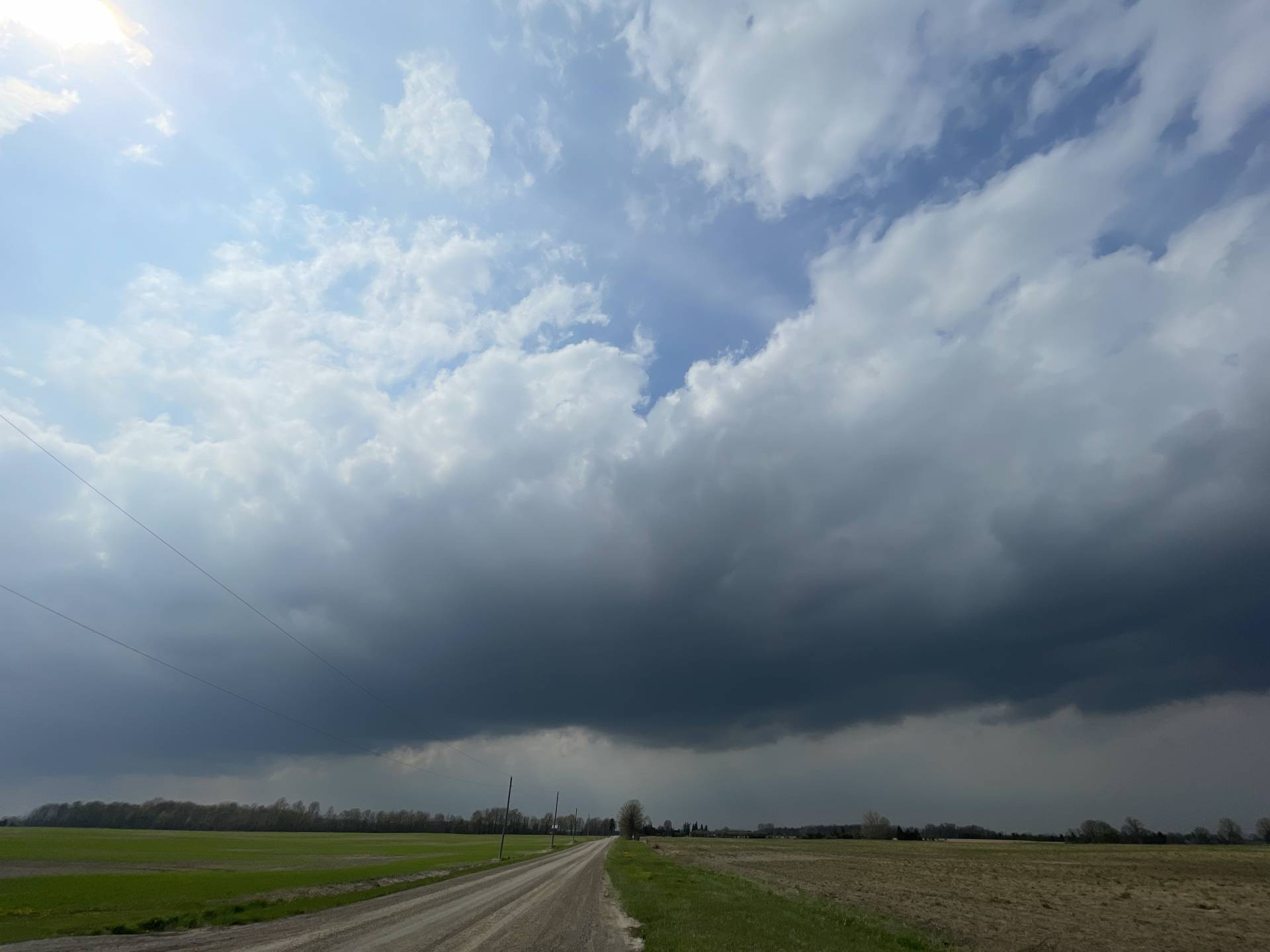 Can an #onstorm get going? 3:50pm along the front near Appin