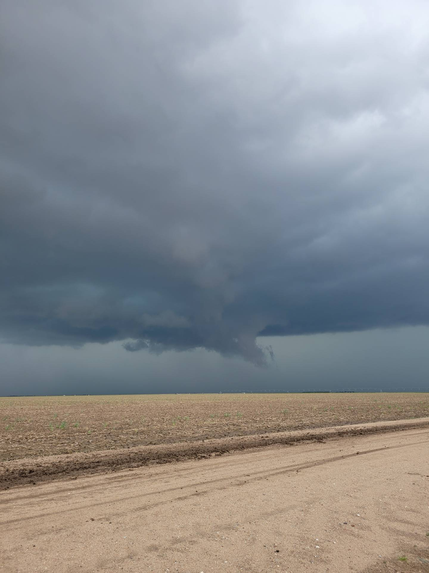 The storm north of Leoti appears to be intensifying.  #kswx