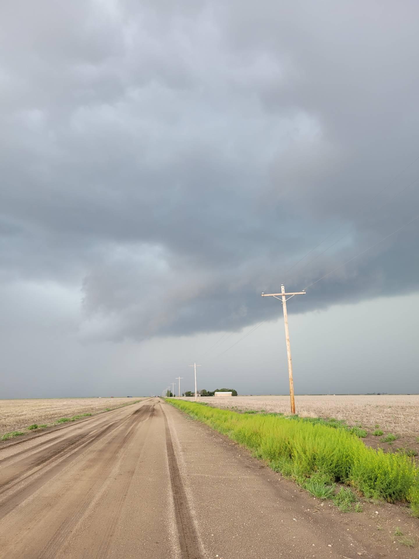 Severe storm north of Leoti, Kansas. #kswx @highwaysandhail