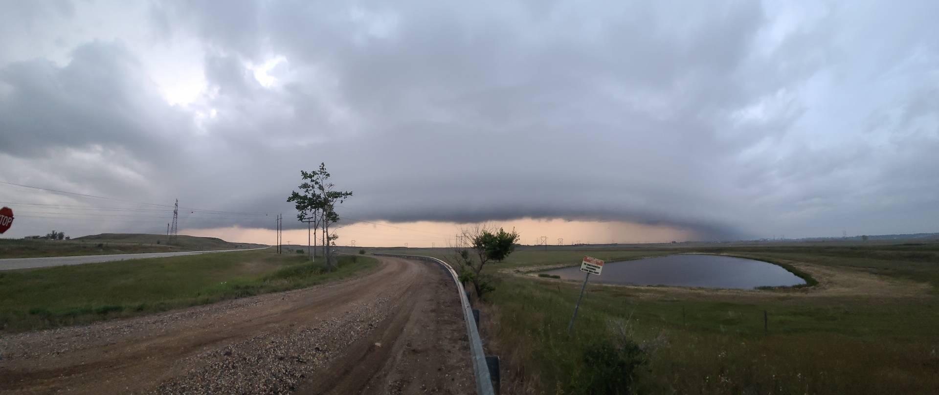 Eerie Shelf cloud now moving into Estevan, SK 7:17pm #skstorm