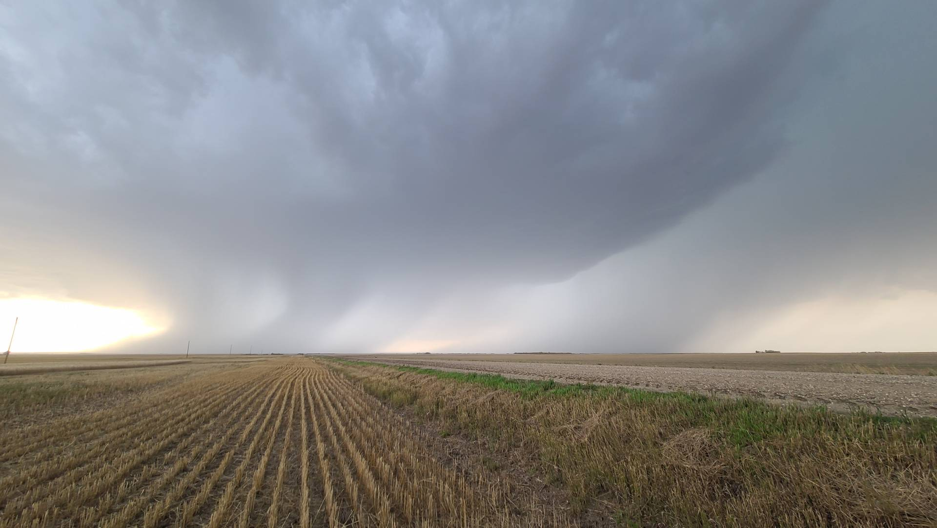 High based Hailer South of Moose Jaw, 5:28pm #skstorm