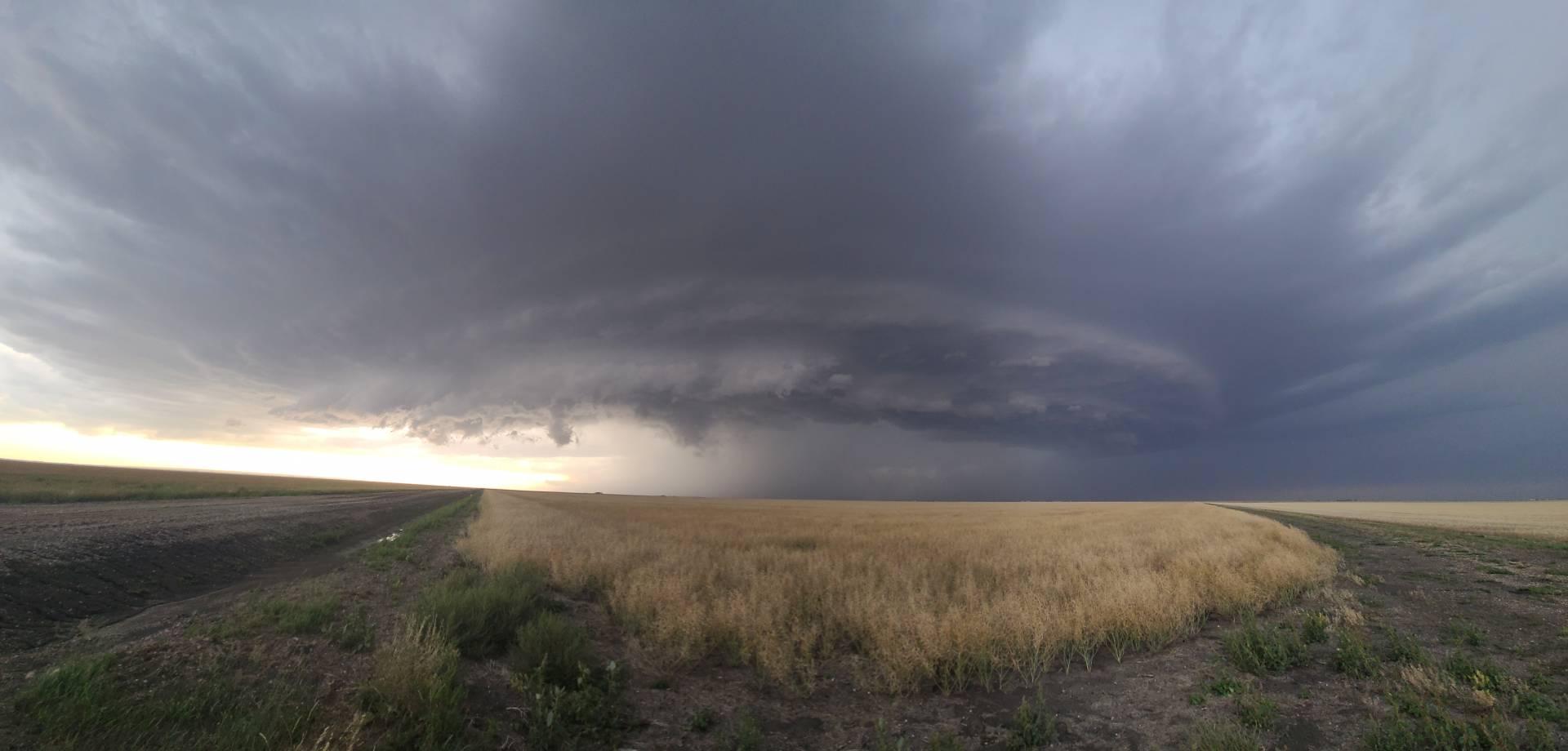 😍😍😍 SW of Pitman, SK #skstorm 6:28pm
